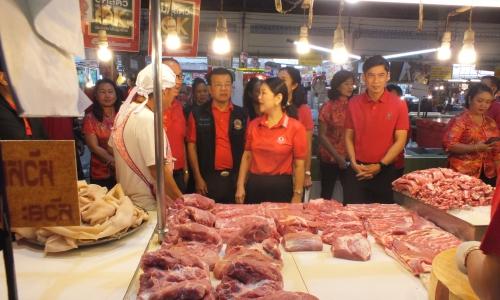 ร่วมบูรณาการตรวจสินค้าเกษตรที่ตลาดสดเทศบาลนครนครสวรรค์ เพื่อสร้างความเชื่อมั่นแก่ผู้บริโภคในช่วงเทศกาลตรุษจีนปี 2563